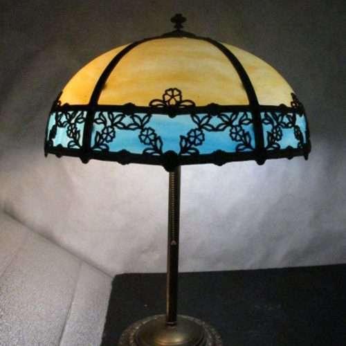 Williamson Sunflower Beige and Blue Slag Glass Lamp