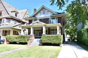 arts and crafts style old house in buffalo ny